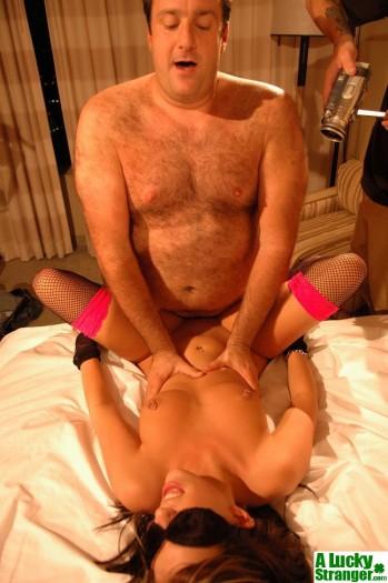 a lucky stranger amateur babe amateur porn video amateur movies